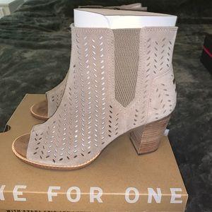Toms heels